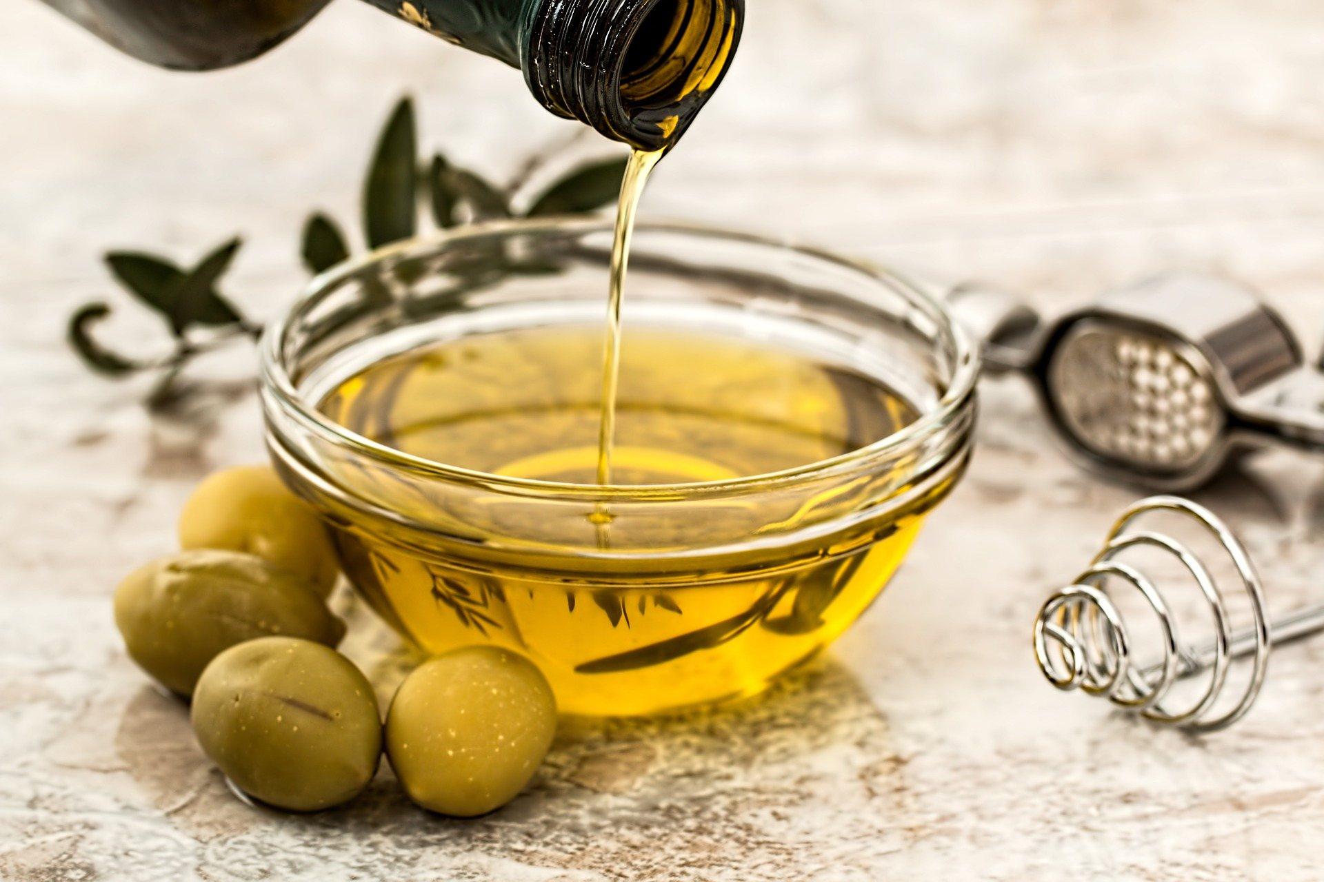 Oleje niezbędne do odbudowy warstwy hydro-lipidowej