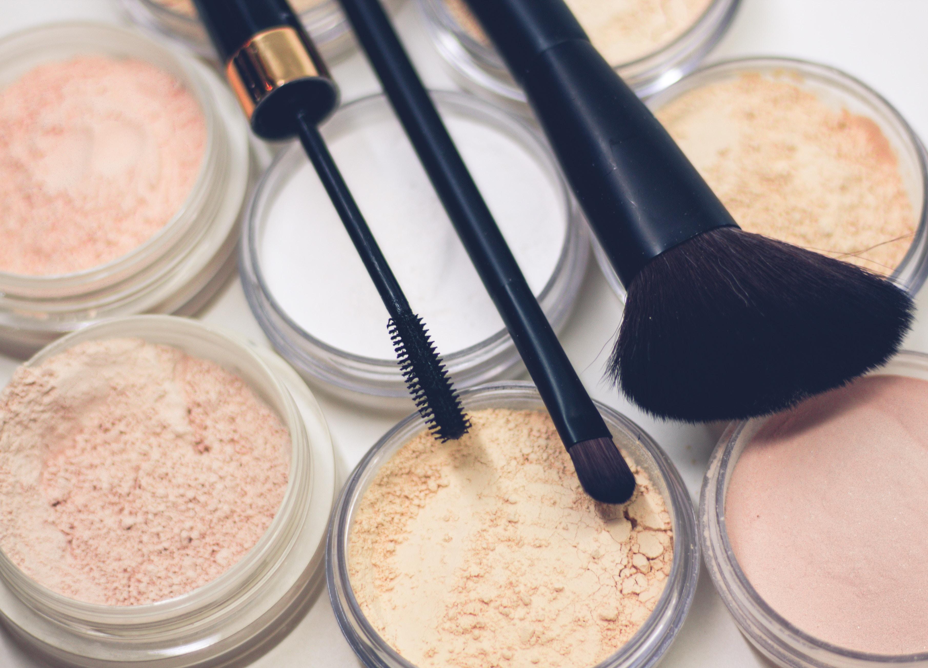 Makijaż przy trądziku – można czy nie?