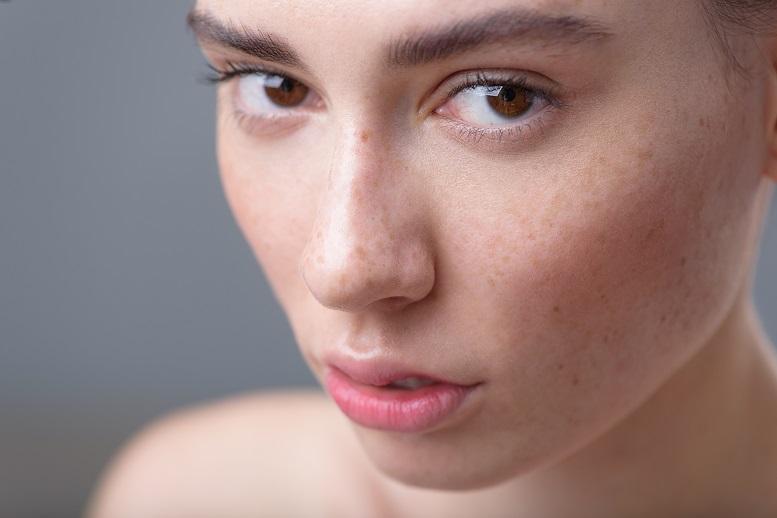 10 błędów, które popełniają osoby ze skórą suchą i odwodnioną